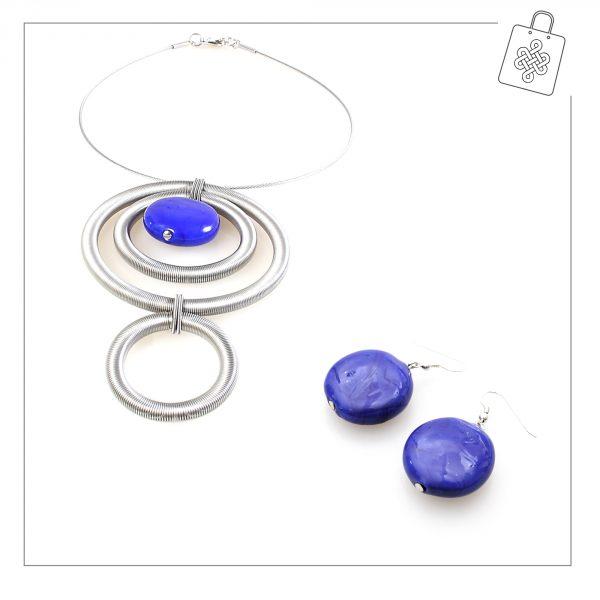 Indira-blu-con-orecchino-Maratea-blu